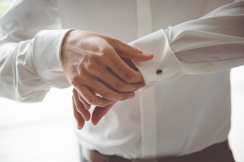 Vorbereitungen des Bräutigams.