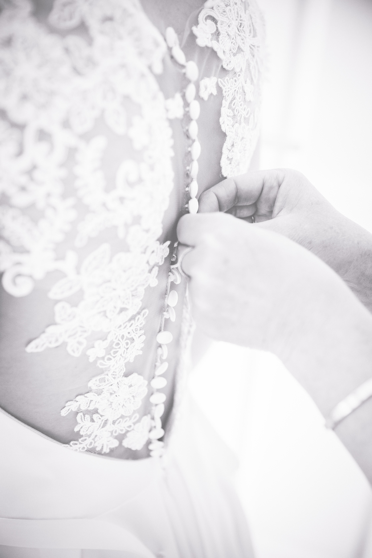 Detailaufnahme des Hochzeitskleides.