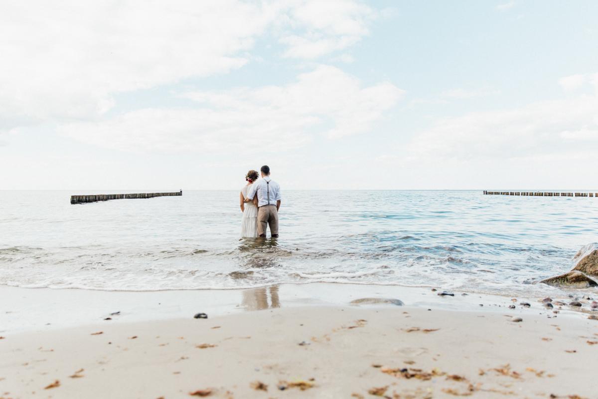 Brautpaar beim Fotoshooting in der Osstee.