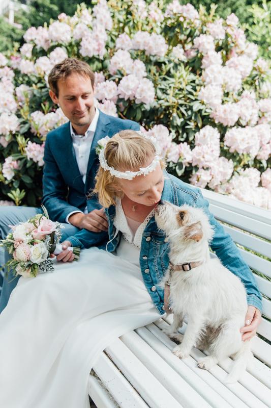 Hochzeitsfoto mit Hund.