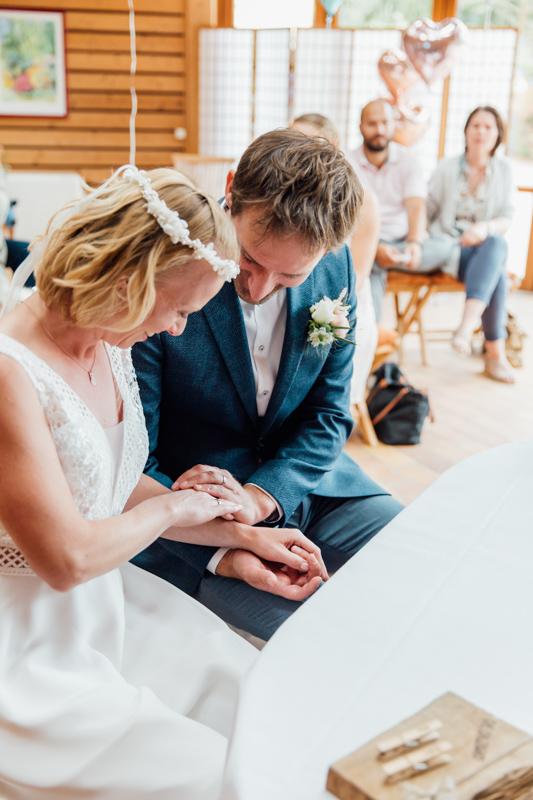 Hochzeitsfoto aufgenommen bei der standesamtlichen Trauung.