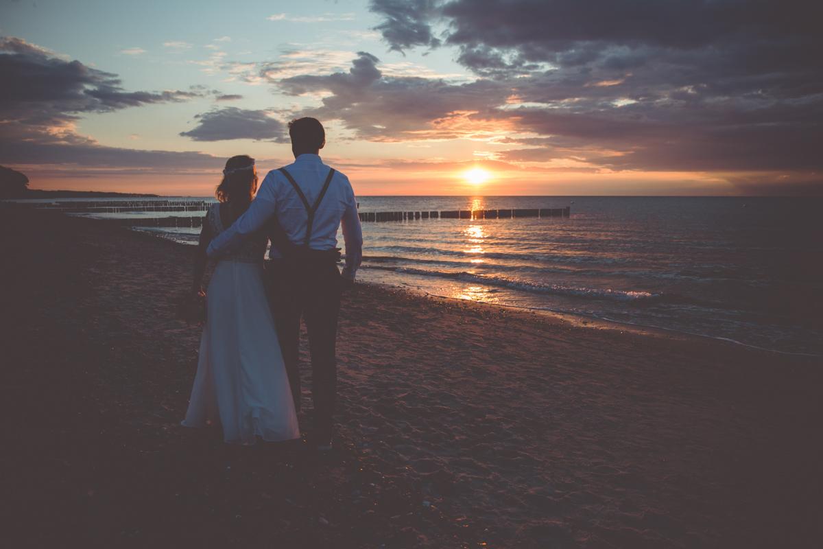 Hochzeitsfoto mit Sonnenuntergang.
