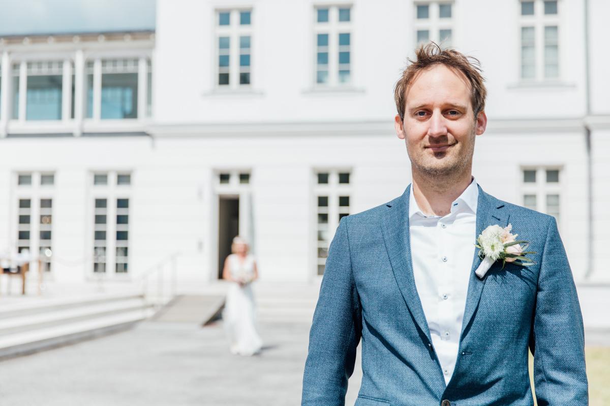 First Look von Braut und Bräutigam im Grand Hotel in Heiligendamm.