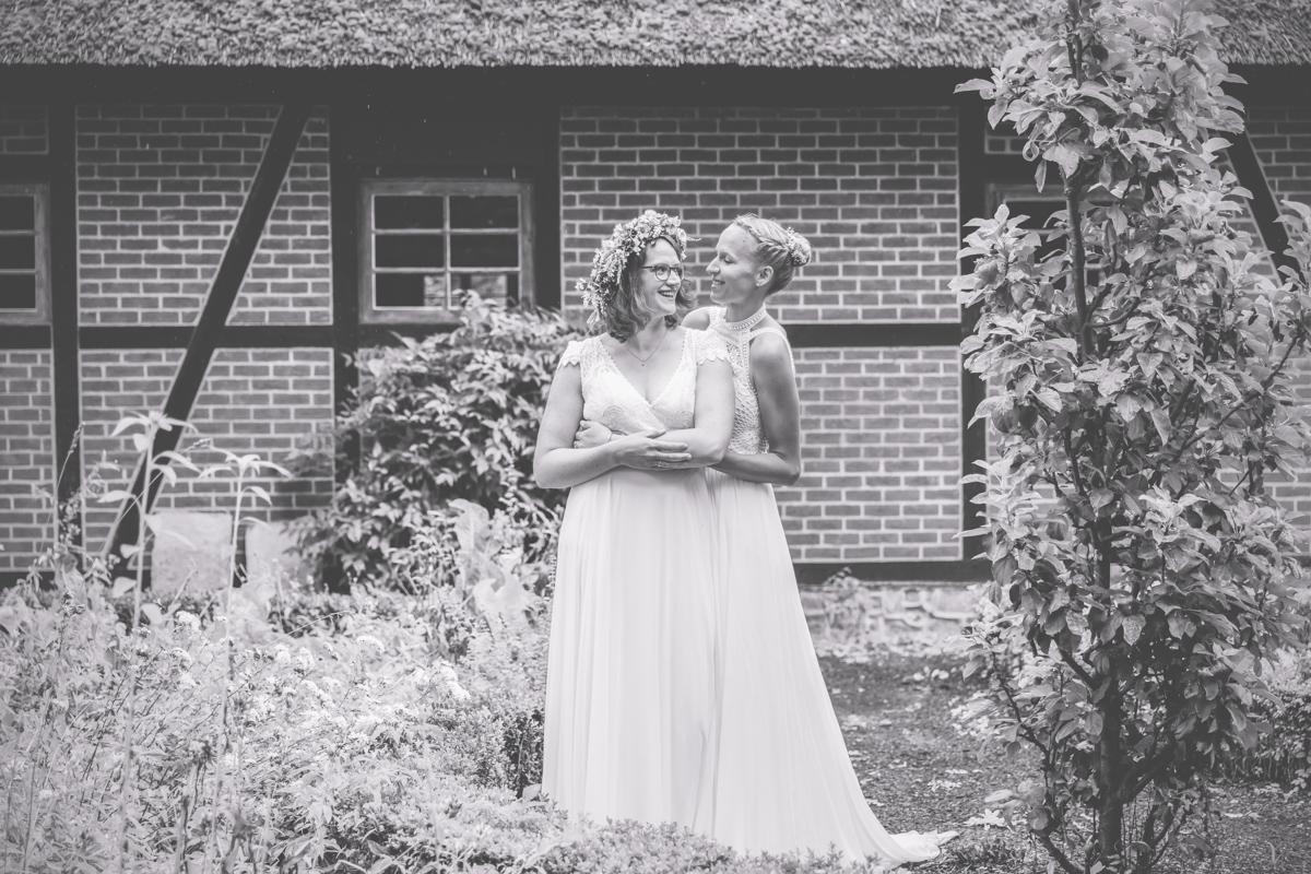 Brautpaarfotoshooting bei einer gleichgeschlechtlichen Hochzeit.