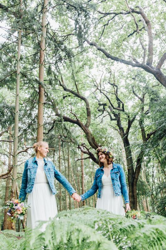 Brautfotoshooting mit Jeansjacke.