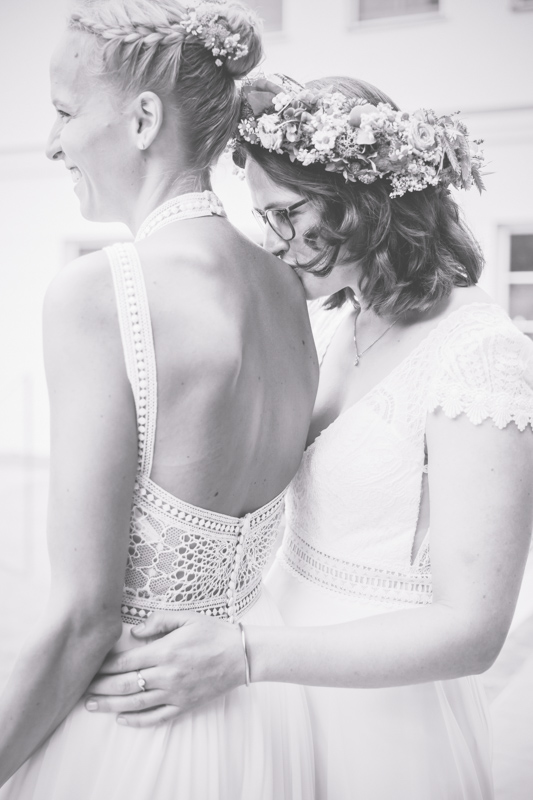 Fotoshooting bei einer lesbischen Hochzeit.